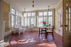 bright & spacious sun room